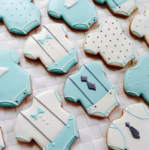 Baby grow iced biscuits