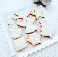 'A White Christmas' biscuit set