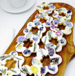Lemon biscuits with crystalised summer flowers