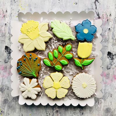 Pretty Spring flower biscuits