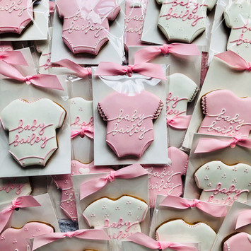 Detailed baby vest biscuits