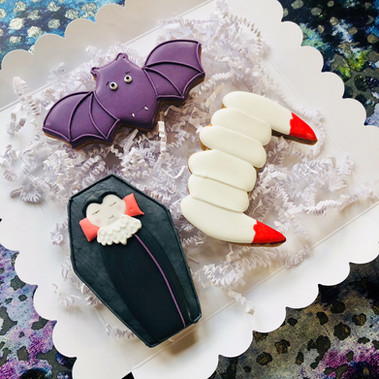 Dracula, bat and fangs biscuits set