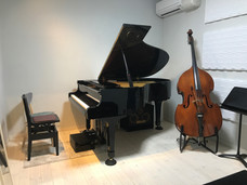 ピアノ・サックス・フルート・コントラバス・アコギ
