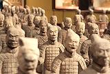 중국어 전사 동상