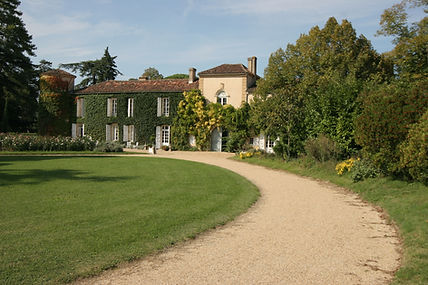 Chateau-de-malliac-pelouse.jpg