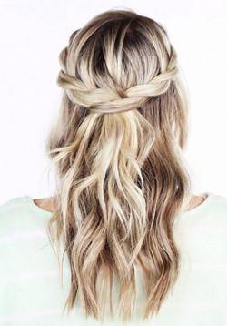 Coiffure-cheveux-mi-longs-demi-queue-pri