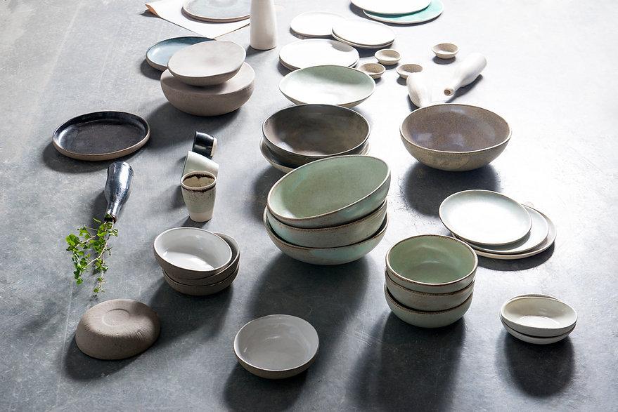 Keramik-Schüsseln und Teller