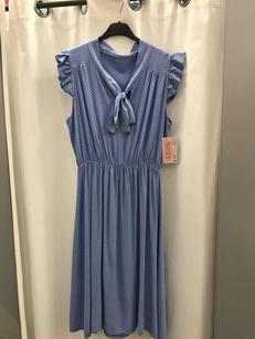Платье в горошек синее