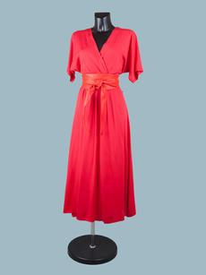 Красное  платье с запахом длинное