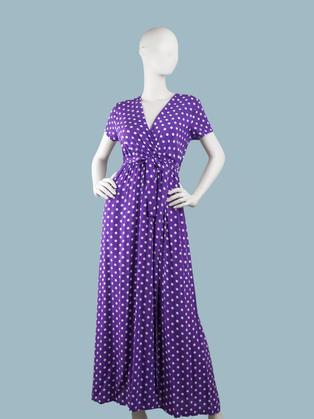 Легкое длинное платье в белый горошек с запахом фиолетовое