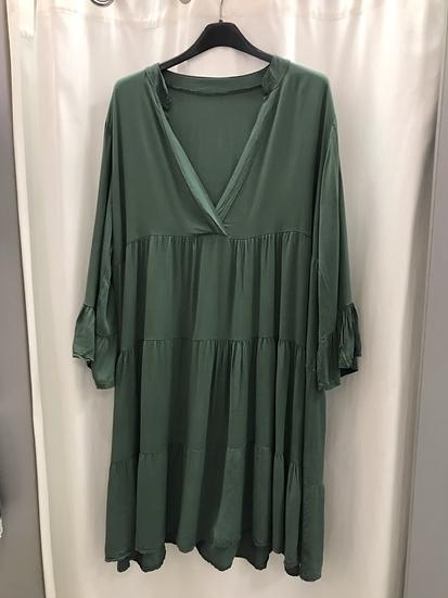 Платье  изумрудное с оборками