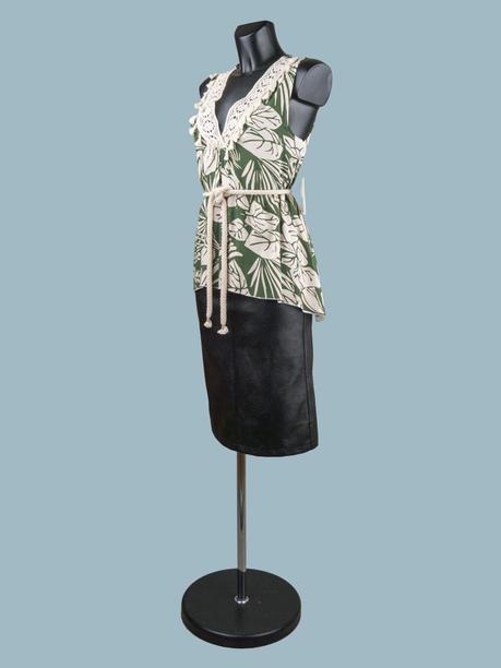 Летняя блузка удлиненная  с тропическим принтом зеленая