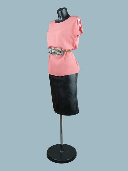 Летняя блузка со спущенным коротким рукавом коралловая