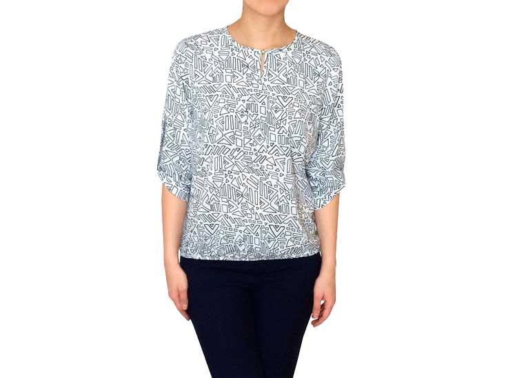 Нарядная белая  женская блузка с синим узором 101503