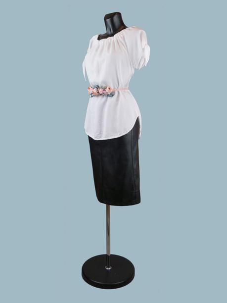 Летняя блузка с коротким рукавом с завязками  белая
