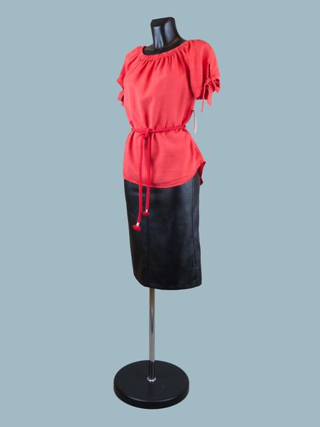 Летняя блузка с коротким рукавом красная
