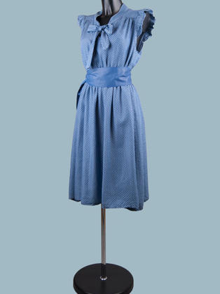 Платье джинсовое с бантом в горошек