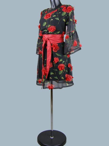 Платье нарядное с красными цветами