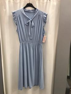 Платье в горошек голубое