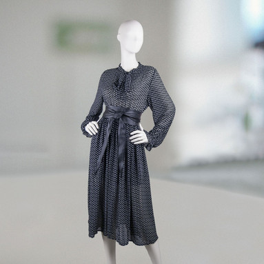 Черное шифоновое платье в горох