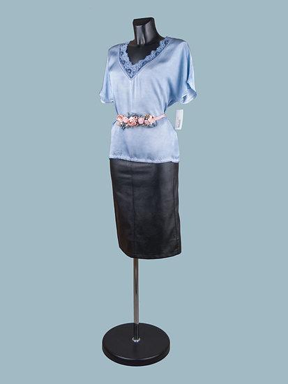 Шелковая блузка с коротким рукавом голубая