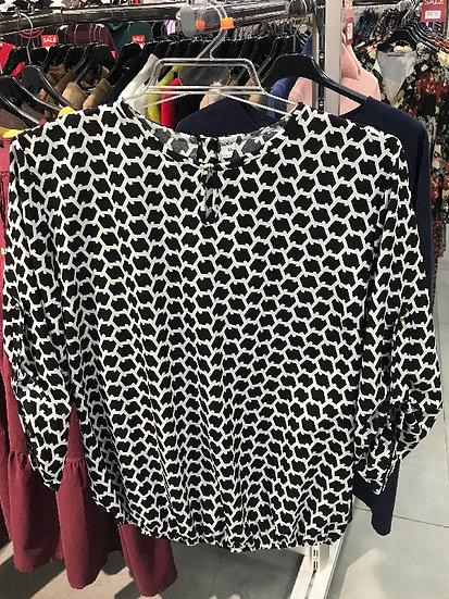 Нарядная женская блузка черная с белым узором