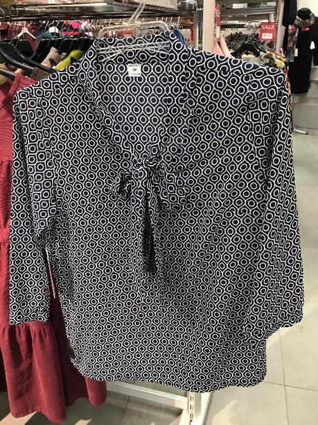 Нарядная блузка синяя с мелким узором и c воротником бантом 126907