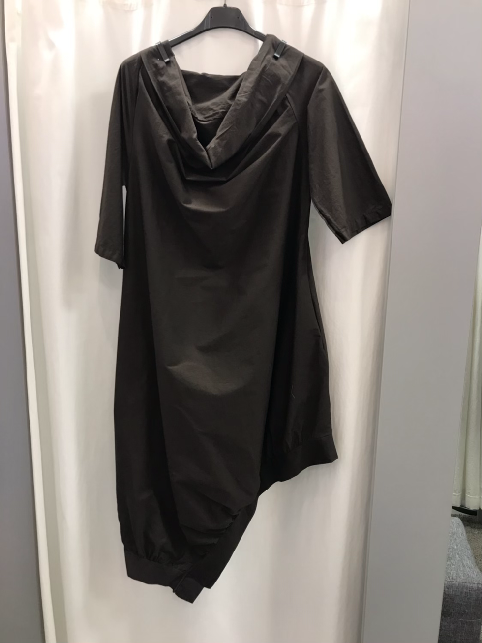 Платье  с ассиметричным низом  коричневое