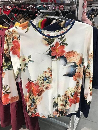Нарядная женская блузка светлая с оранжевыми цветами