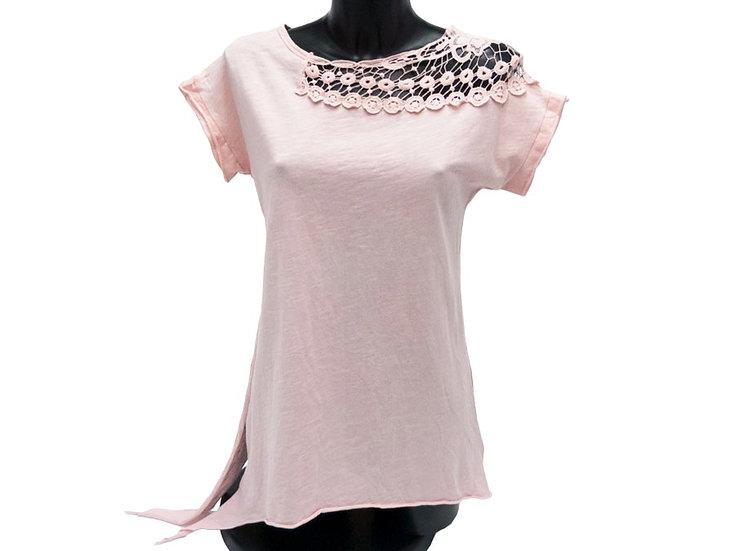 Туника с ассиметричным низом и шитьем на плече розовая