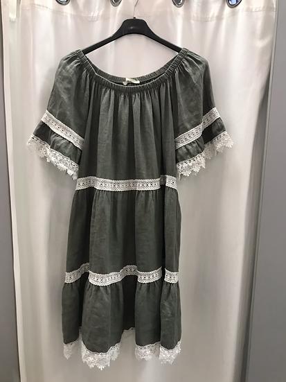 Льняное платье с шитьем  хаки