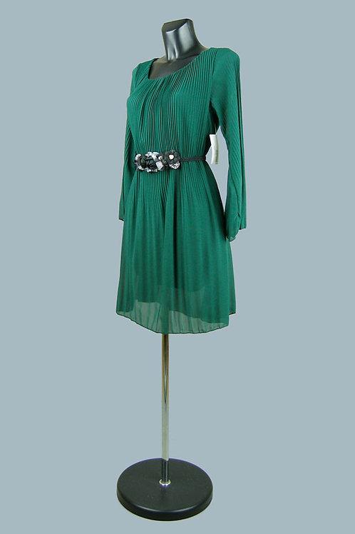 Нарядное платье из гофрированной ткани на подкладке зеленое