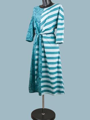 Платье летнее с асимметричным  рисунком