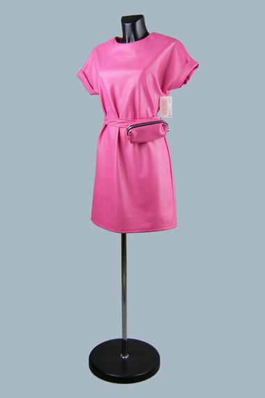Модное платье из экокожи фуксия фуксия.