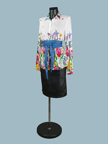 Женская блузка с цветочным принтом белая