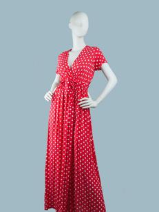 Красное платье в горошек длинное