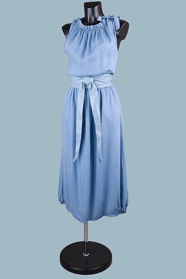 Длинное летнее светло- джинсовоеплатье. Италия. 100% лиоцелл. Размер: 44-52