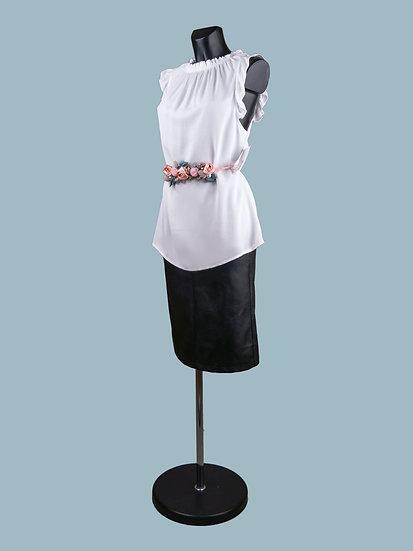 Летняя удлиненная белая блузка без рукавов