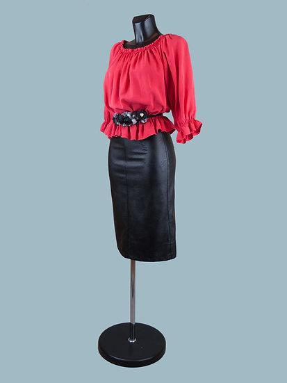 Летняя короткая блузка с укороченными рукавами красная