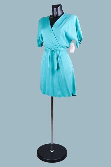 Короткое летнее голубоеплатье с вырезом- запах. Италия. 100% вискоза. Размер: 42-48