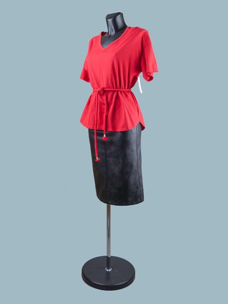 Красная однотонная женская футболка