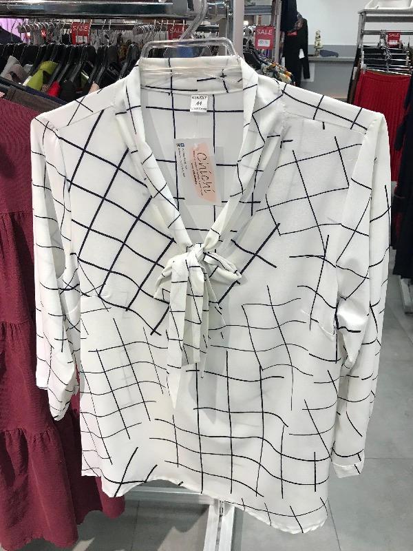 Нарядная блузка белая с тонкую крупную синюю клетку и c воротником бантом 126906