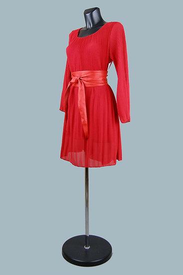 Нарядное платье из гофрированной ткани на подкладке красное