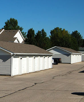 Pella Highpoint Apartments garages