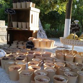 boyffet γλυκών σε βάπτιση έξω από εκκλησ