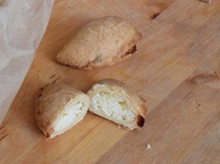 τυροπιτάκι κουρού χειροποίητο (vegeterian)