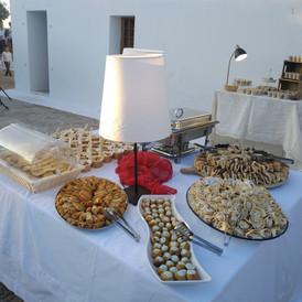 bouffet και ποικιλία γλυκών σε εξωκλήσσι
