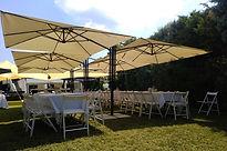 ομπρέλες σκίασης σε κήπο κατοικίας.jpg