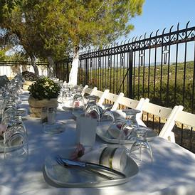 τραπέζι γάμου σε κήπο