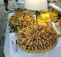μπιφτεκάκι γιαουρτλού και vegan falafel.